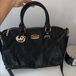 Black Michael Kors Purse. Handbag & crossbody